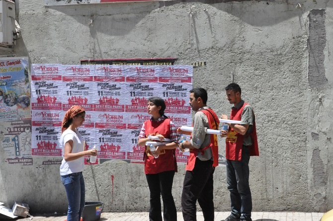 Tunceli'de Grup Yorum Afişi Gerginliği