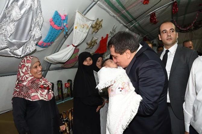 Vali Küçük Suriyelilerle İftar Açtı