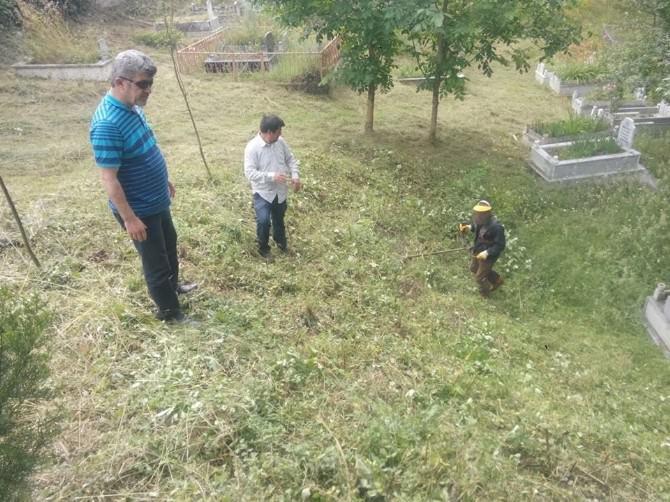 Yığılca'da Mezarlıklar Temizleniyor