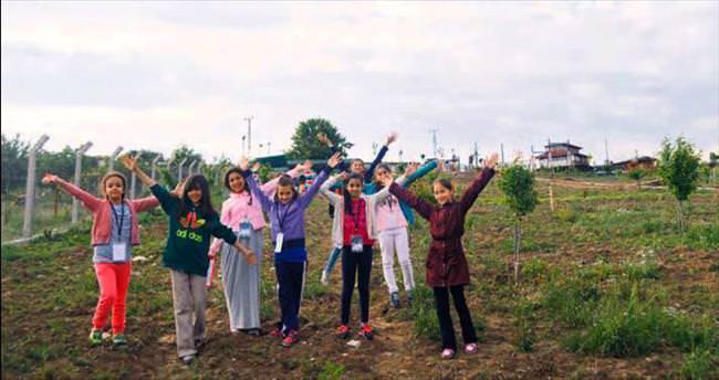 Çocuklar doğal yaşama el attı