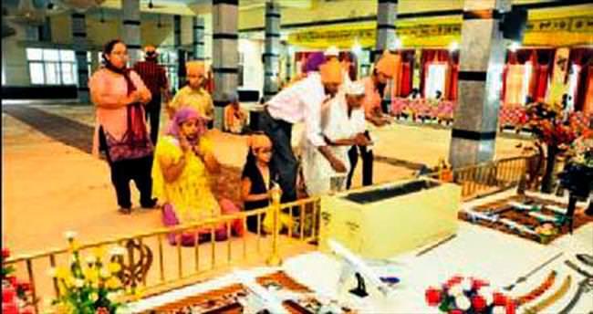 Tapınakta 'seyahat ya guru' ritüeli