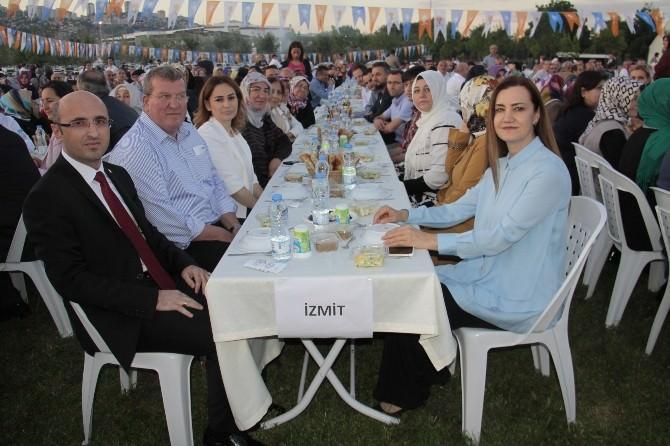 Bakan Işık, AK Parti Kocaeli İl Başkanlığının İftarına Katıldı