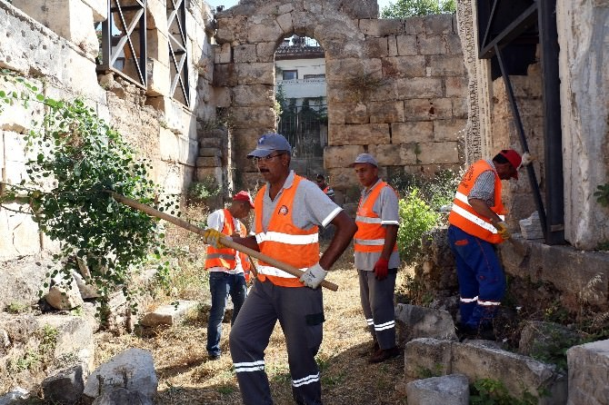Kentteki Tarihi Yapılarda Temizlik Çalışmaları Başlatıldı