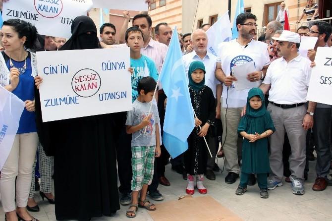 Çin'in Doğu Türkistan'daki Baskısı Protesto Edildi