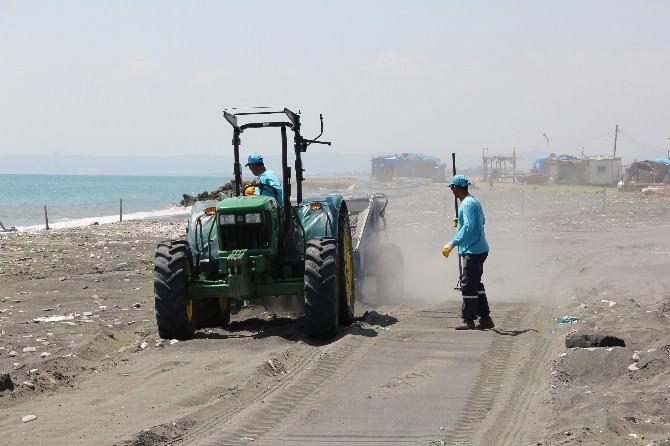 Dörtyol'da Aile Plajı Temizleniyor