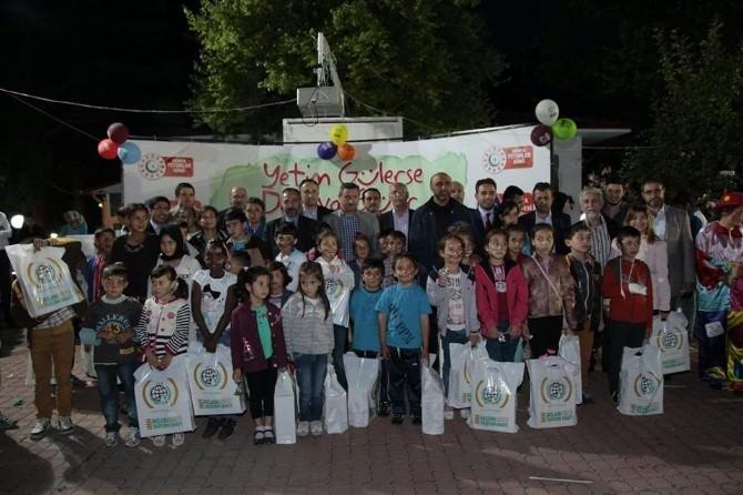 Mustafa Yenipazar: Yetim Gülerse Dünya Güler