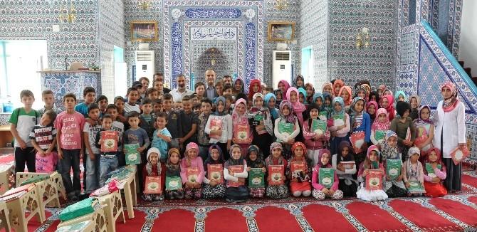 İnegöl Belediyesi Kuran Kursu Öğrencilerine Kitap Hediye Etti