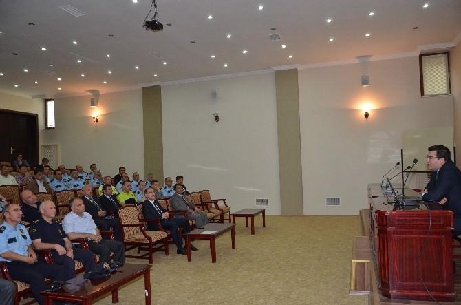 Emniyet Müdürlüğü'nde Toplantı Düzeni Ve Kuralları Konferansı
