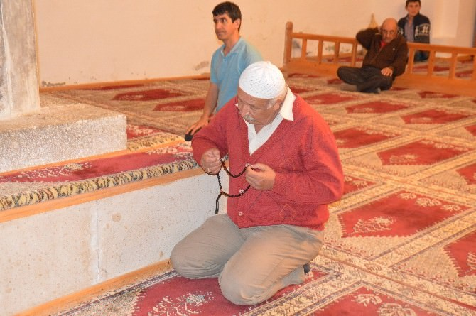 Seyyid Battal Gazi Külliyesinde Teravih Namazı