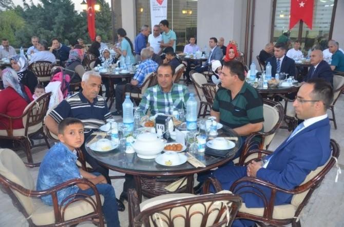 Vali Tapsız, Şehit Aileleri Ve Gazilerle İftarda Buluştu