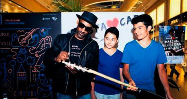 Marcus Miller, hayranlarıyla buluştu