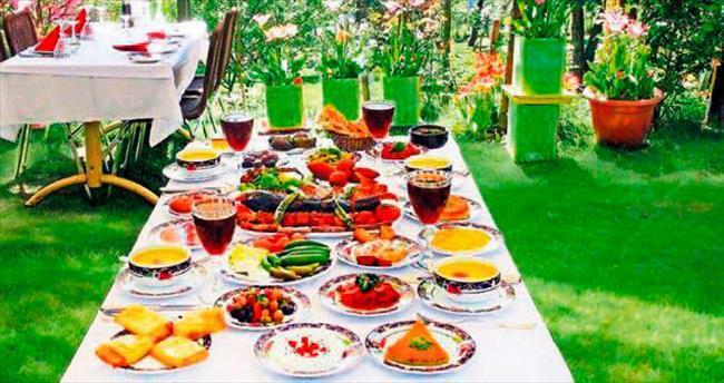 Serin bahçelerde iftar