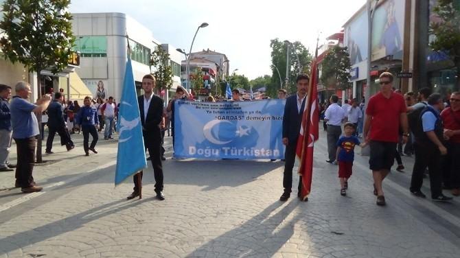 Ülkücülerden Doğu Türkistan Yürüyüşü