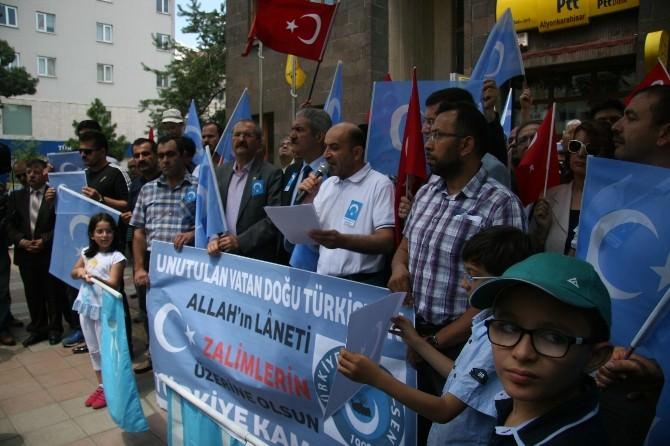 """Türkiye Kamu-sen Afyonkarahisar Üyeleri """"Çin"""" Zulmünü Protesto Etti"""