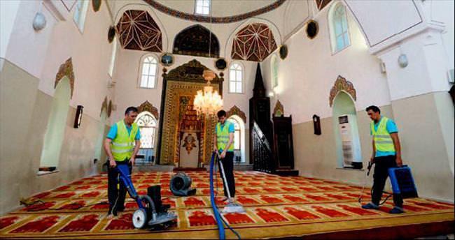 Bursa'da camiler gül suyu kokuyor