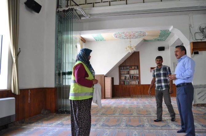 Seydişehir'de Camiler Bayrama Hazırlanıyor