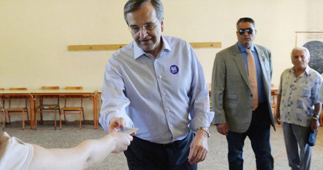 Yunanistan'da Samaras istifa etti