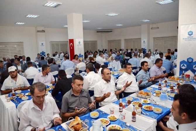 Adana'ya Yön Verenler BTÜ İftarında Buluştu