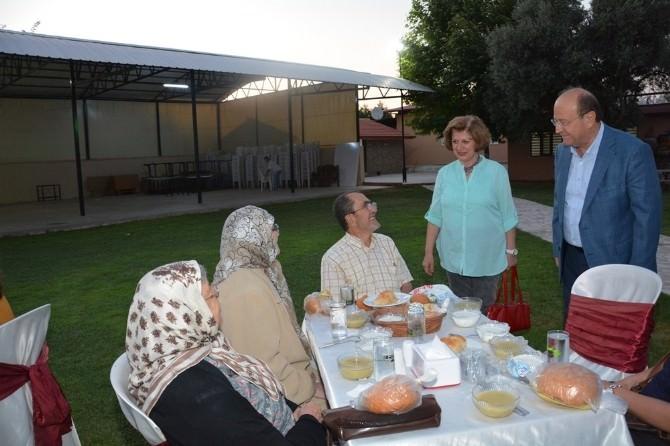 Özakcan, İftar Yemeğinde Şehit Aileleri Ve Gaziler İle Buluştu
