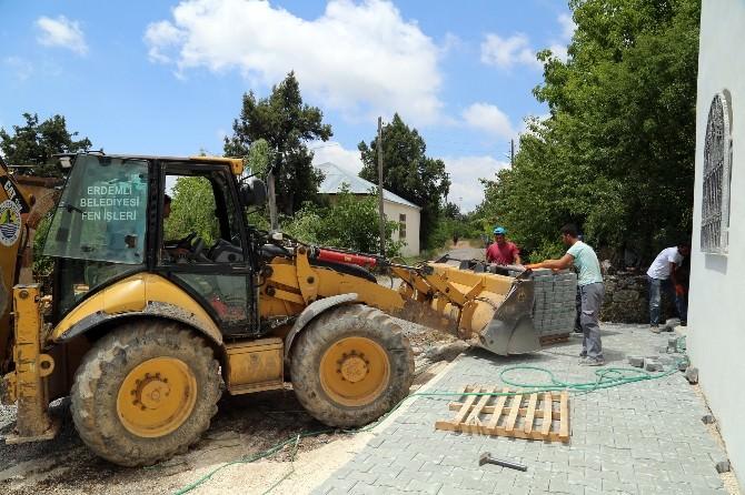 Erdemli'de Camilerde Çevre Düzenlemesi Yapılıyor
