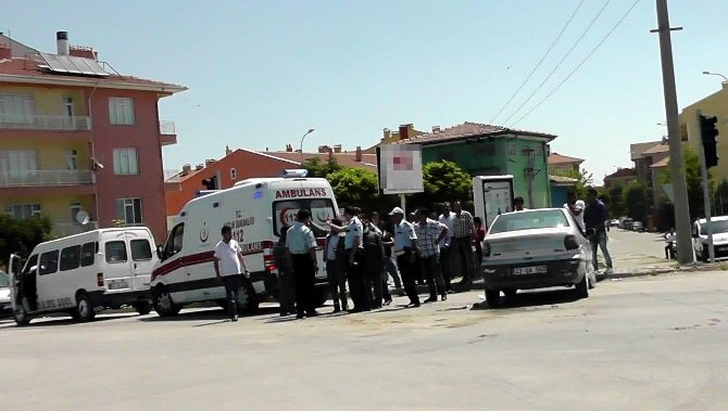 Kulu'da Minibüs İle Otomobil Çarpıştı: 1 Yaralı