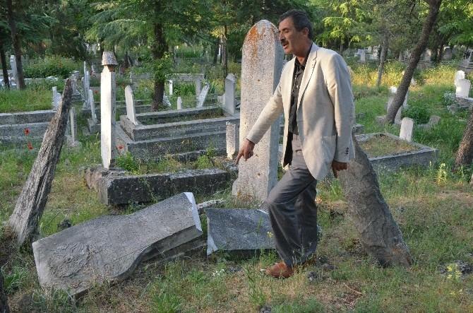 Tarihi Mezarları Ve Mezar Taşlarını Koruyamamışız