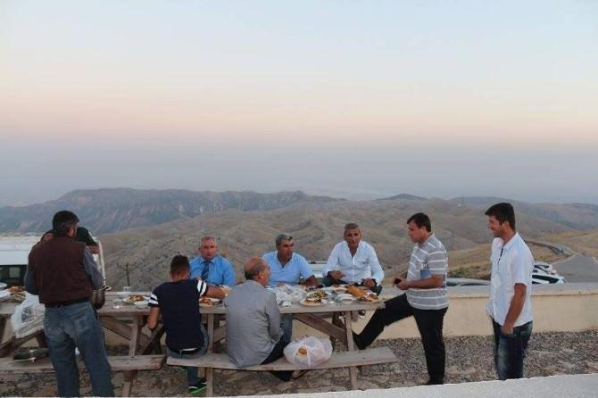 Nemrut'ta Turistlerle İftar