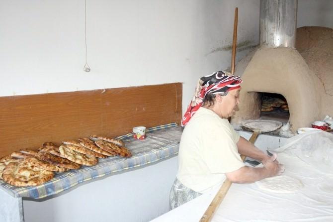 Çardak Ekmeği, İftar Ve Sahurların Vazgeçilmezi Oldu