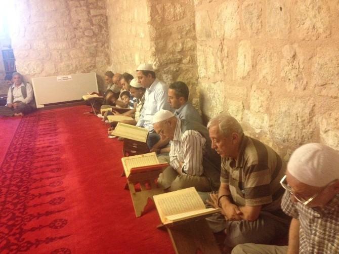Camilerde Okutulan Mukabeleye Yoğun İlgi