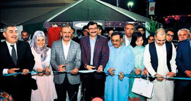 Pakistan Evi'nin açılışı için tören