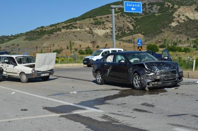 Kula'da Trafik Kazası: 4 Yaralı