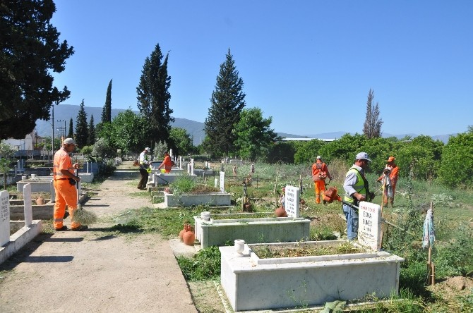 Nazilli'de Mezarlıklar Ramazan Bayramına Hazır