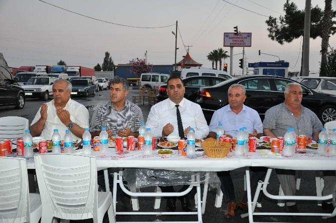 Başkan Can Kamyoncu Esnafıyla Orucunu Açtı