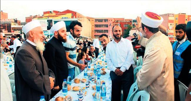 Başkentte 9 bin Suriyeli için iftar sofrası kuruldu