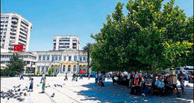 İzmir'de sıcaklar vatandaşı bunalttı
