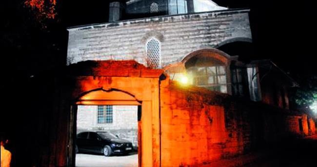 Mimar Sinan'ın eserine otomatik kepenk ayıbı