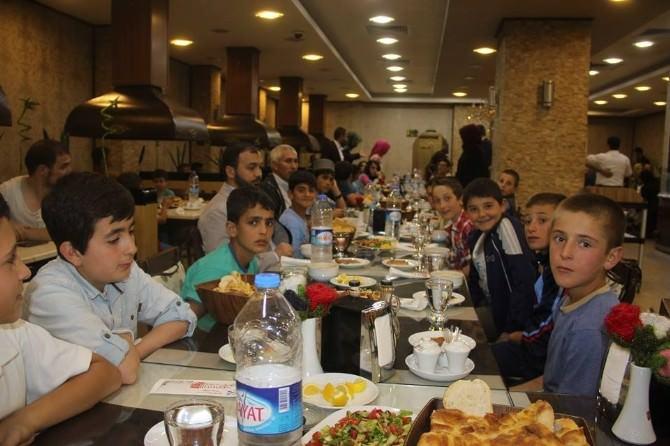 AK Parti Bayburt Gençlik Kolları Çocuklarla İftarda Buluştu