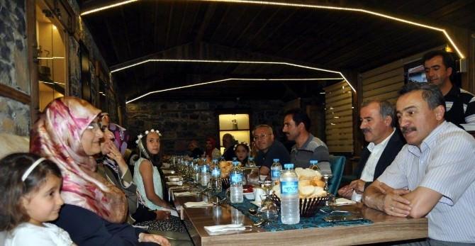 Başkan Tutal, Meclis Üyeleri İle İftarda Buluştu