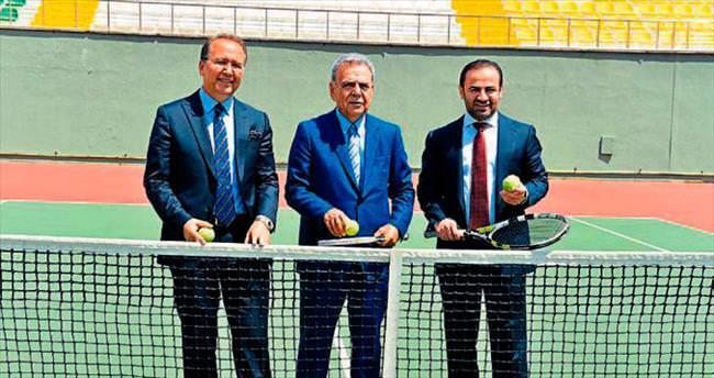Folkart'tan tenis şöleni