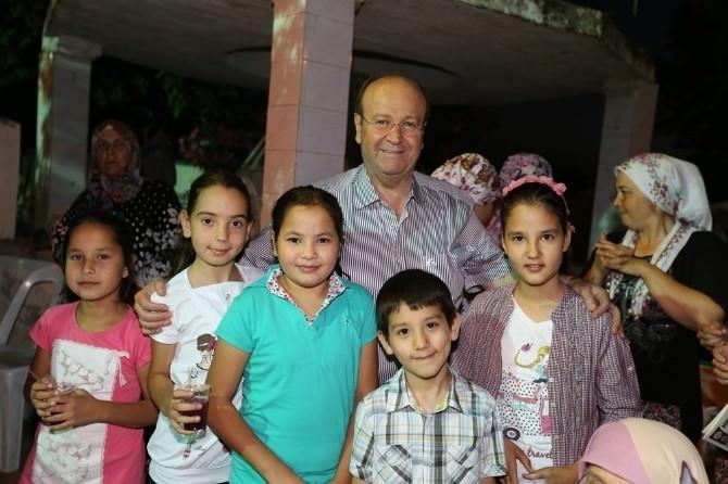 Başkan Özakcan İftar Sofralarında Vatandaşlarla Buluşuyor