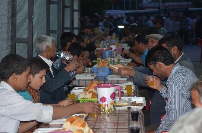 Erciş Belediyesi İftar Vermeye Devam Ediyor