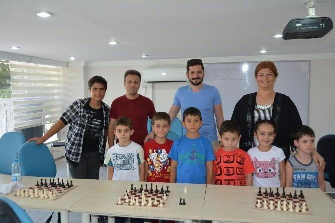 Yunusemre Belediyesi Satranç Öğretiyor