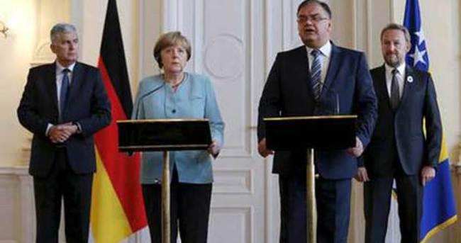 Merkel, Srebrenitsa için 'soykırım' dedi