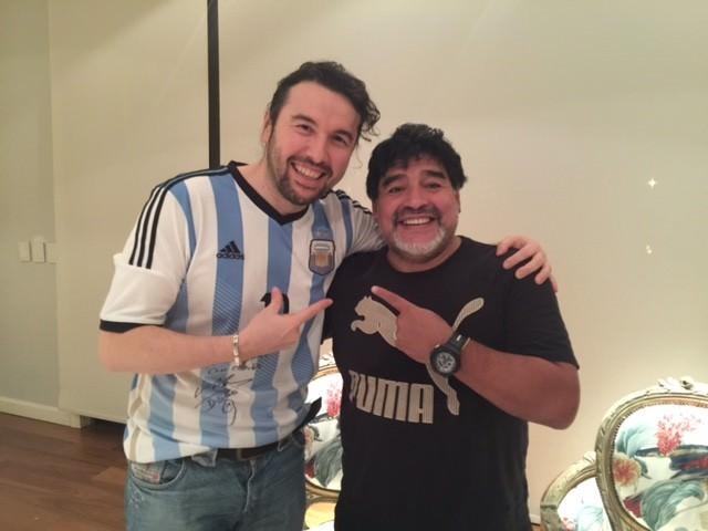 Ünlü Dizi Oyuncusu Ergün Demir Arjantin'den Maradona İle Türkiye'ye Selam Yolladı