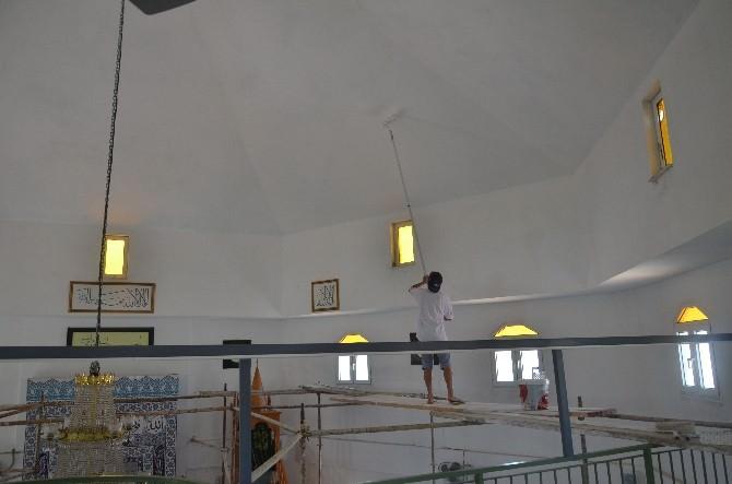 Kuşadası'nda Camilerde Bayram Hazırlığı Tamamlandı