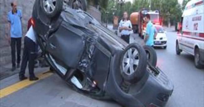 Başkent'te otomobil takla attı