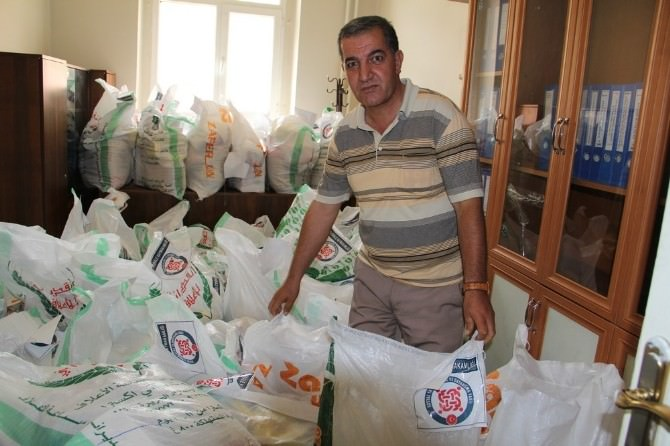 Başkale Kaymakamlığı'ndan 1500 Aileye Ramazan Yardımı Yapıldı.