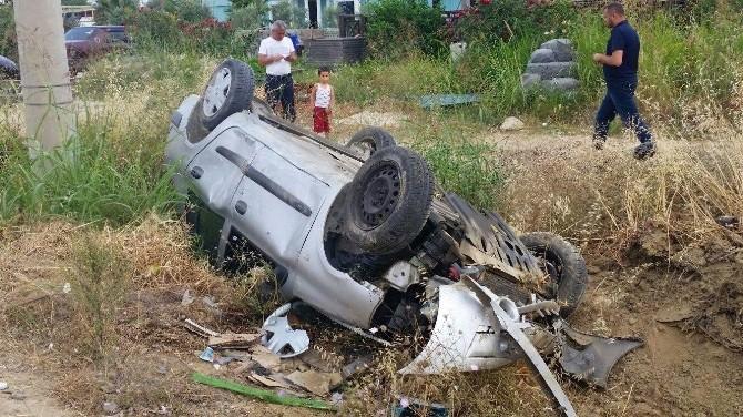 Yoldan Çıkan Otomobil Şarampole Devrildi