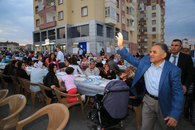 Melikgazi Belediye Başkanı Büyükkılıç Keykubat Halkı İle İftar Yemeğinde