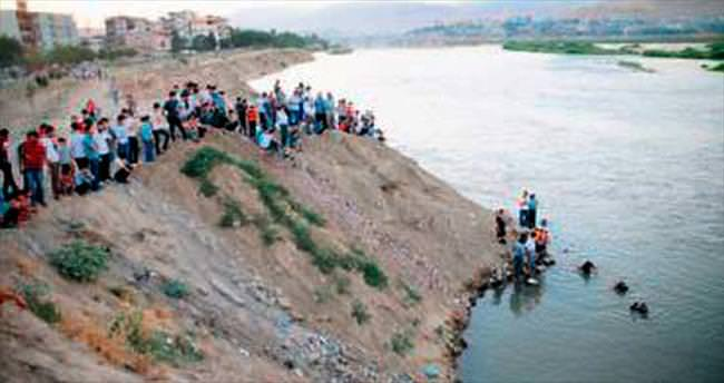 Biri çocuk 4 kişi boğuldu